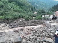 Trabzon'un Araklı İlçesinde Yaşanan Sel Afeti İle Valilikten İlk Açıklama Geldi