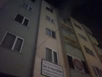 SAĞLIK EKİBİ - Apartman Dairesi Yangında Büyük Zarar Gördü