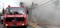 KOCAMUSTAFAPAŞA - Fatih'te Tadilatta Olan İki Katlı Evde Yangın Çıktı