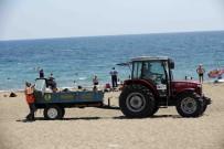 DAMPERLİ KAMYON - Lara Plajından Her Gün 60 Ton Çöp Toplanıyor