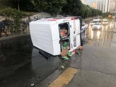 Yağış Nedeniyle Kayganlaşan Yolda Kontrolden Çıkan Minibüs Devrildi