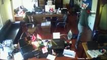 SAHTE KİMLİK - Fatih'te Ev Ve İş Yerlerine Dadanan Hırsızlar Kamerada