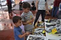 BALIKÇI ESNAFI - Ramazan Ayında Balıkçı Esnafı Satışlarından Memnun
