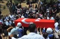 ŞERAFETTIN ELÇI - Şehit Asker Şırnak'ta Gözyaşları Arasında Toprağa Verildi