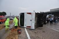 YOLCU MİNİBÜSÜ - Yolcu Minibüsü Yan Yattı Açıklaması 10 Yaralı