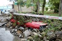 TSUNAMI - Kuvvetli Yağış İstinat Duvarını Yıktı, 7 Araç Zarar Gördü