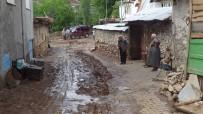 AŞIRI YAĞIŞ - Sandıklı'nın Yavaşlar Köyünde Aşırı Yağış Su Taşkını Ve Sele Neden Oldu