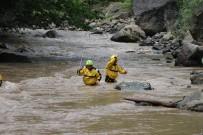 Sel Nedeniyle Kapanan Bayburt -Araklı Karayolunda Çalışmalar Sürüyor