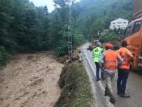 Trabzon'da Araklı İlçesinin Ardından Yomra İlçesinde De Şiddetli Yağış Etkili Oluyor