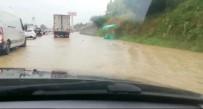 D100 Sel Sularına Teslim Oldu, Yol Trafiğe Kapandı