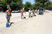 YOĞUN MESAİ - Elazığ Belediyesi, Afetin İzlerini Siliyor