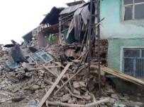 HASAR TESPİT - Elazığ'daki Şiddetli Yağış 2 Kerpiç Evi Yıktı