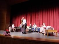 SOSYAL YARDıMLAŞMA VE DAYANıŞMA VAKFı - Huzurevi Sakinlerinin Halk Oyunları Ve Tiyatro Gösterisi Coşturdu