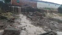 Sel Okulun Duvarını Yıktı