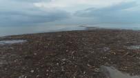 Trabzon'da Şiddetli Yağışlar Sonrası Deniz Çamura Bulandı