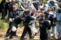 SERA GAZLARı - Almanya'da Binlerce Kişi Çevre İçin Eylem Yaptı