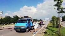 HIKMET ŞAHIN - Bursa'da Otomobil Aydınlatma Direğine Çarptı Açıklaması 2 Ölü