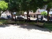 Diyarbakır'da Parkta Oturan 2 Kişiye Silahlı Saldır Açıklaması 1'İ Ağır 2 Yaralı