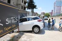 Freni Boşalan Sürücüsüz Otomobil İnşaat Duvarına Çarptı