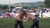 İkiz Güreşçiler Başpehlivanlık İçin Kapıştı