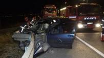 Otomobil Bariyere Saplandı Açıklaması 2 Ağır Yaralı