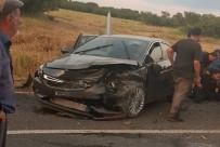 Otomobiller Çarpıştı Açıklaması 1 Ölü, 9 Yaralı