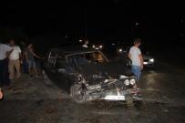 OYMAPıNAR - Park Halindeki Otomobile Arkadan Çarptı Açıklaması 2 Yaralı