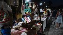 Yeni Foça'da Gece Pazarına Yoğun İlgi