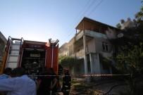 3 Katlı Binada Çıkan Yangında Evde Mahsur Kalan Yaşlı Adamı Vatandaşlar Kurtardı