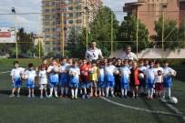 EBRAR - Kaleci Ebrar'dan Eskişehirspor Yaz Okuluna Ziyaret