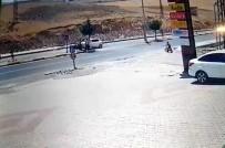 Otomobil Motosiklete Arkadan Çarpı Açıklaması 2 Yaralı