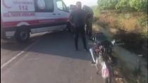 Otomobile Çarpan Motosikletteki 2 Kişi Ağır Yaralandı