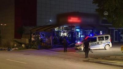 Başkentte Otomobil Kafeye Girdi Açıklaması 1 Yaralı