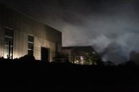 Geri Dönüşüm Fabrikasının Deposunda Yangın Çıktı