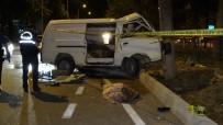 Kontrolden Çıkan Minibüs Refüjdeki Ağaca Çarptı Açıklaması 1 Ölü, 6 Yaralı