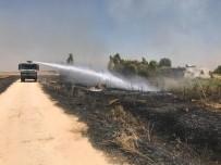 Köydeki Yangına İtfaiye Ve TOMA'lar Müdahale Etti