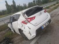 Otomobil Bariyerlere Çarptı Açıklaması 1 Yaralı