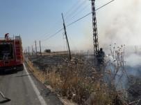 Saman Yangını Köye Sıçradı Vatandaşlar Paniğe Kapıldı