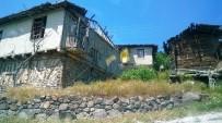 KIRAÇ - Şehit Aybüke Öğretmenin Köyünde Göç Nedeniyle Tarihi Evler Kaderine Terk Edildi
