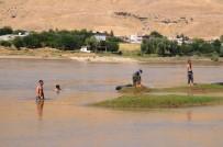 Serinlemek İçin Dicle Nehri'ne Giren 20 Yaşındaki Genç Suda Kayboldu