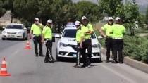 PıNARKENT - Denizli'de Cezaevi Aracı Kaza Yaptı