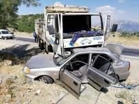 Kamyon İle Otomobilin Çarpıştığı Kazada Polis Memuru Öldü