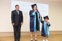 Mezuniyet Diplomasını Küçük Oğlu İle Aldı