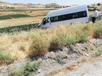 Siirt'te Minibüs İle Otomobil Çarpıştı Açıklaması 1'İ Ağır 10 Yaralı