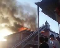 Sultanbeyli'de İki Binanın Çatısı Alev Alev Yandı