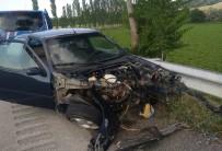 Sungurlu'da İki Otomobil Çarpıştı  Açıklaması 3 Yaralı