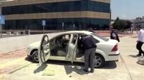 ENGELLİ GENÇ - Yanan Otomobildeki Engelli Genç Ağır Yaralandı