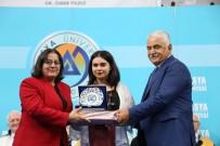 Avrasya Üniversitesi Dereceye Giren Öğrencilere 30 Cumhuriyet Altını Dağıttı
