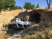 KADIR BOZKURT - Otomobil Köprüden Dereye Uçtu Açıklaması 4 Yaralı