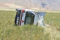 Otomobil Tarlaya Devrildi Açıklaması 4 Yaralı